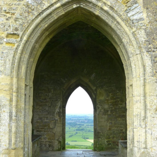 glastonbury-tor-510008_1920-768x1024